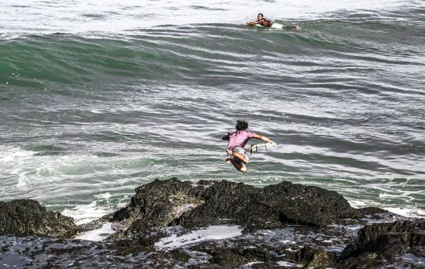 tanah lot, bali, surf spots